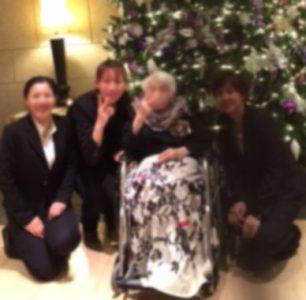 結婚式に出席するおばあさま