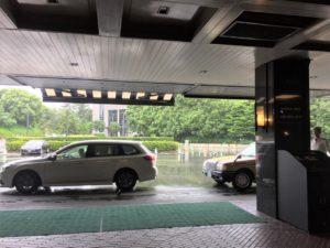 ザ・メイン 1階(宴会場階)正面玄関車寄せ