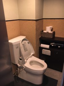 トイレ個室(手前)