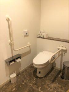 2F多目的トイレ内