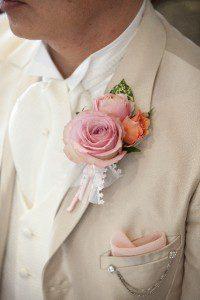薔薇と白タキシード
